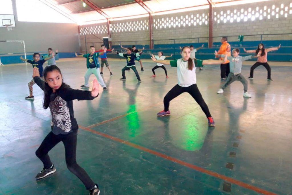 Prefeitura de pouso alegre alunos da rede municipal de pouso alegre participam de aula coletiva de kung fu ccuart Choice Image